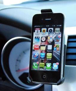 Bilholder og lader for iPhone 4